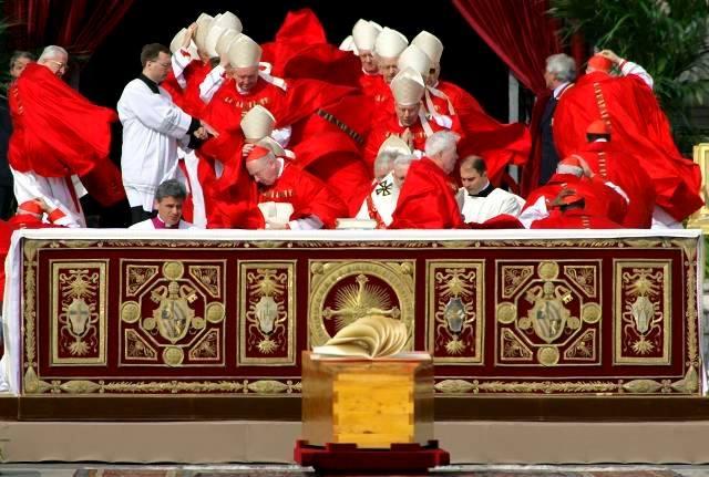 Il Papa, il vento, il volo della papalina. La carezza di Dio