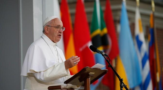 Papa Francesco: la globalizzazione della sfera e quella del poliedro