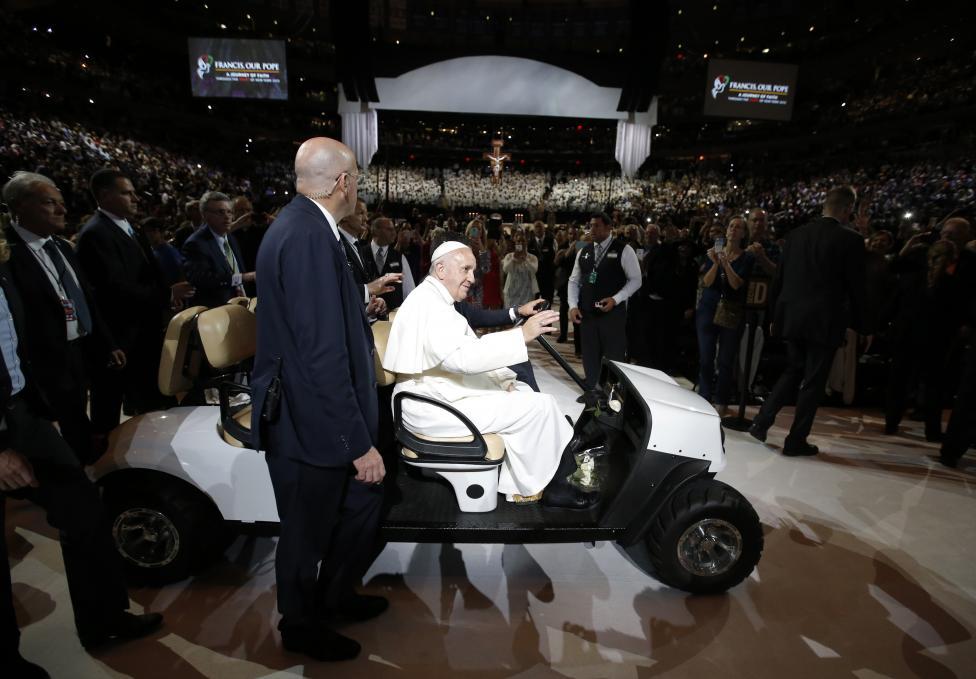 Papa Francesco: Dio vive nelle nostre città