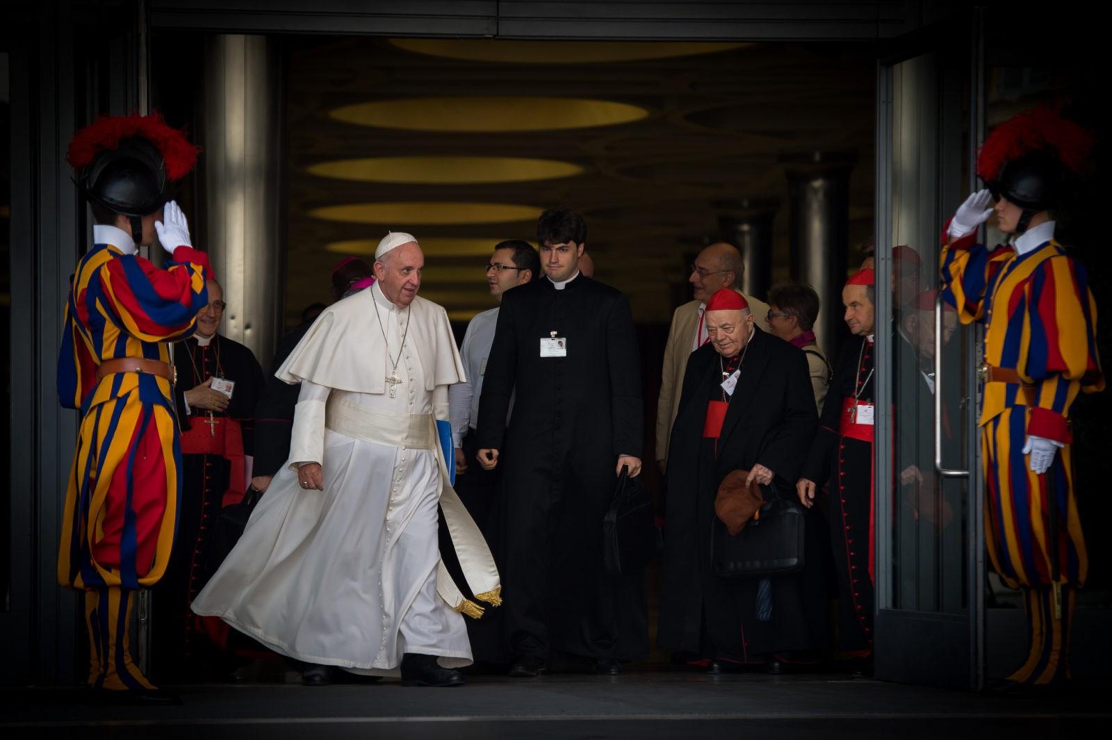 """Sinodo: Chiesa che """"cammina insieme"""" agli uomini, sui sentieri della storia, verso Cristo."""