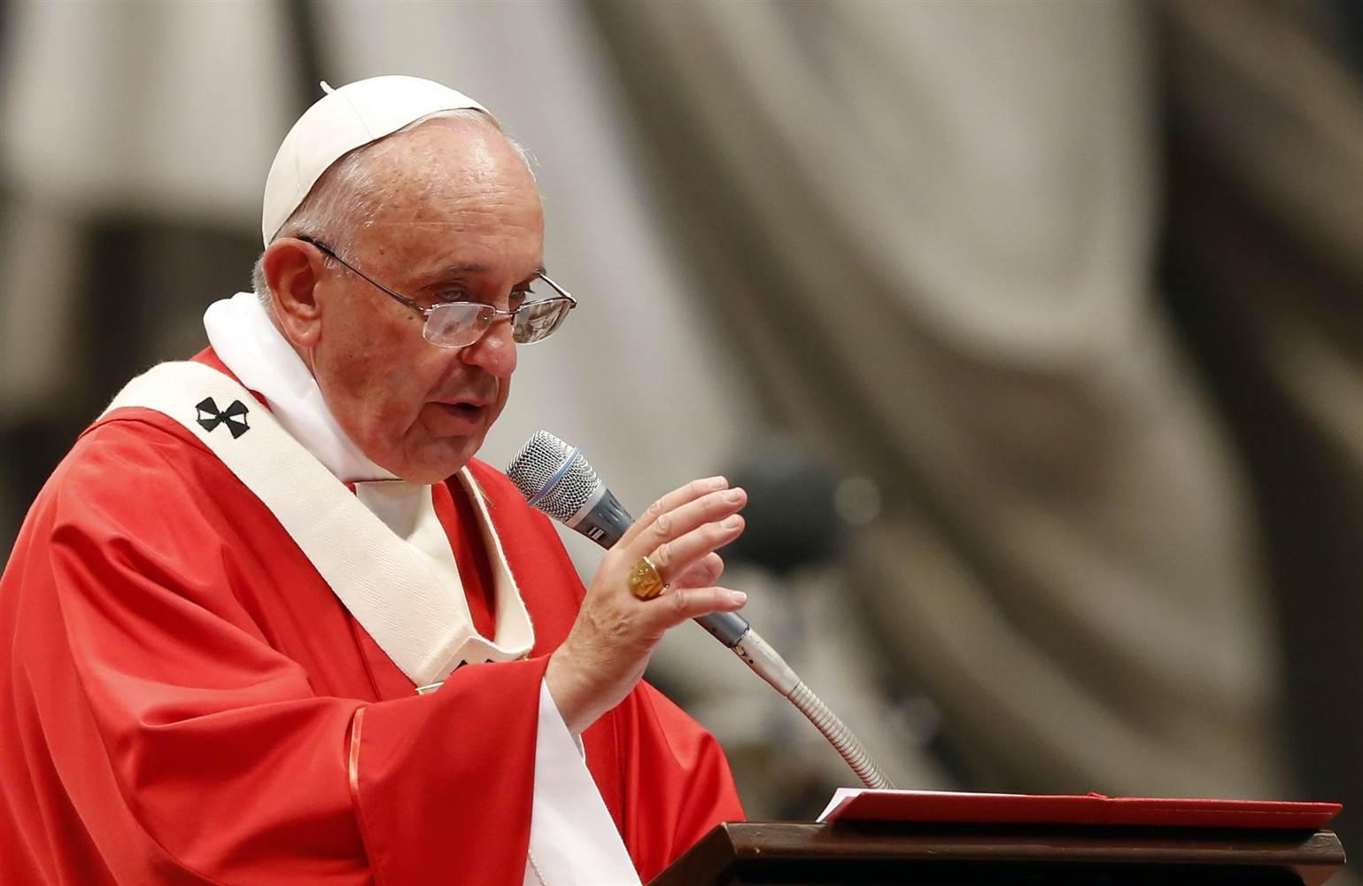 Papa Francesco: Chi non vive per servire, non serve per vivere