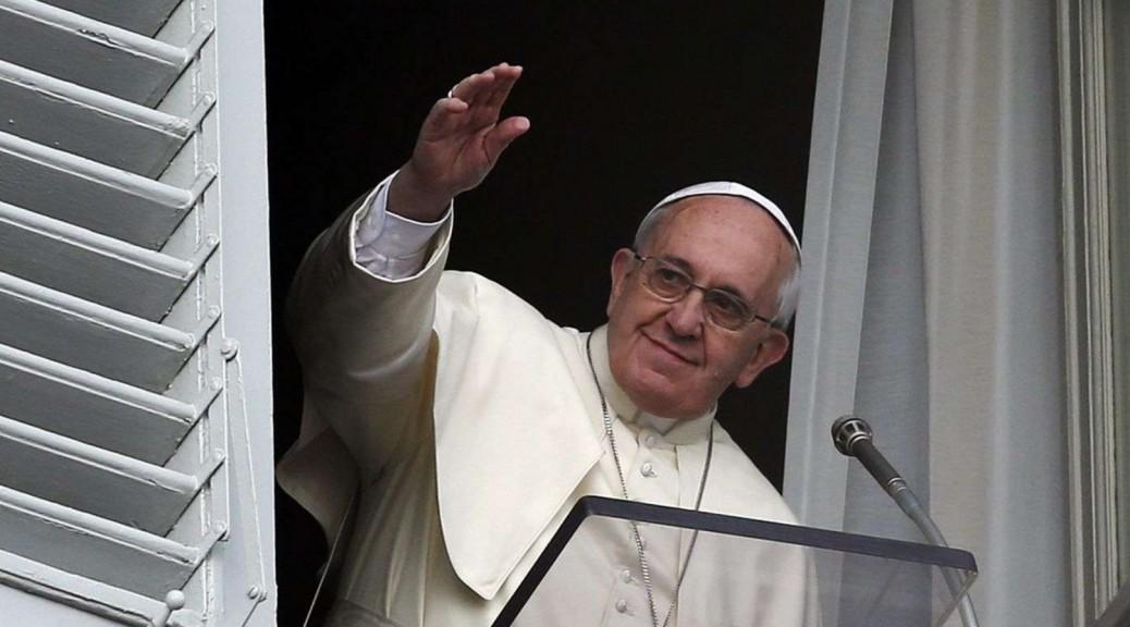 Papa Francesco: La riforma va avanti. Rubare quei documenti è un reato.