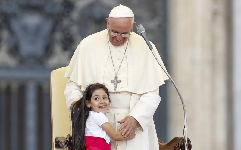 Papa Francesco: La convivialità non è solo un languore di merendine...