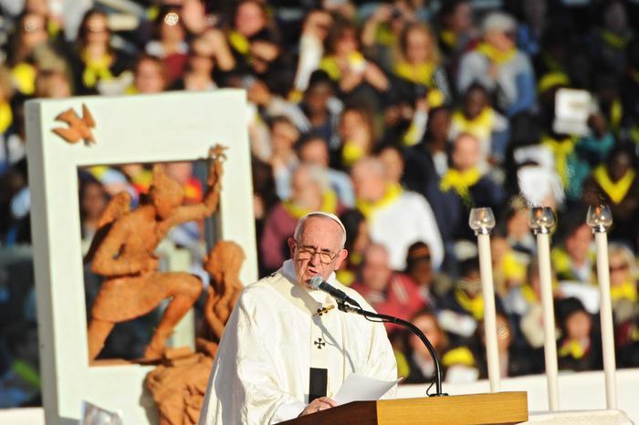 Papa Francesco: Dio e l'uomo non sono i due estremi di una opposizione, si cercano da sempre