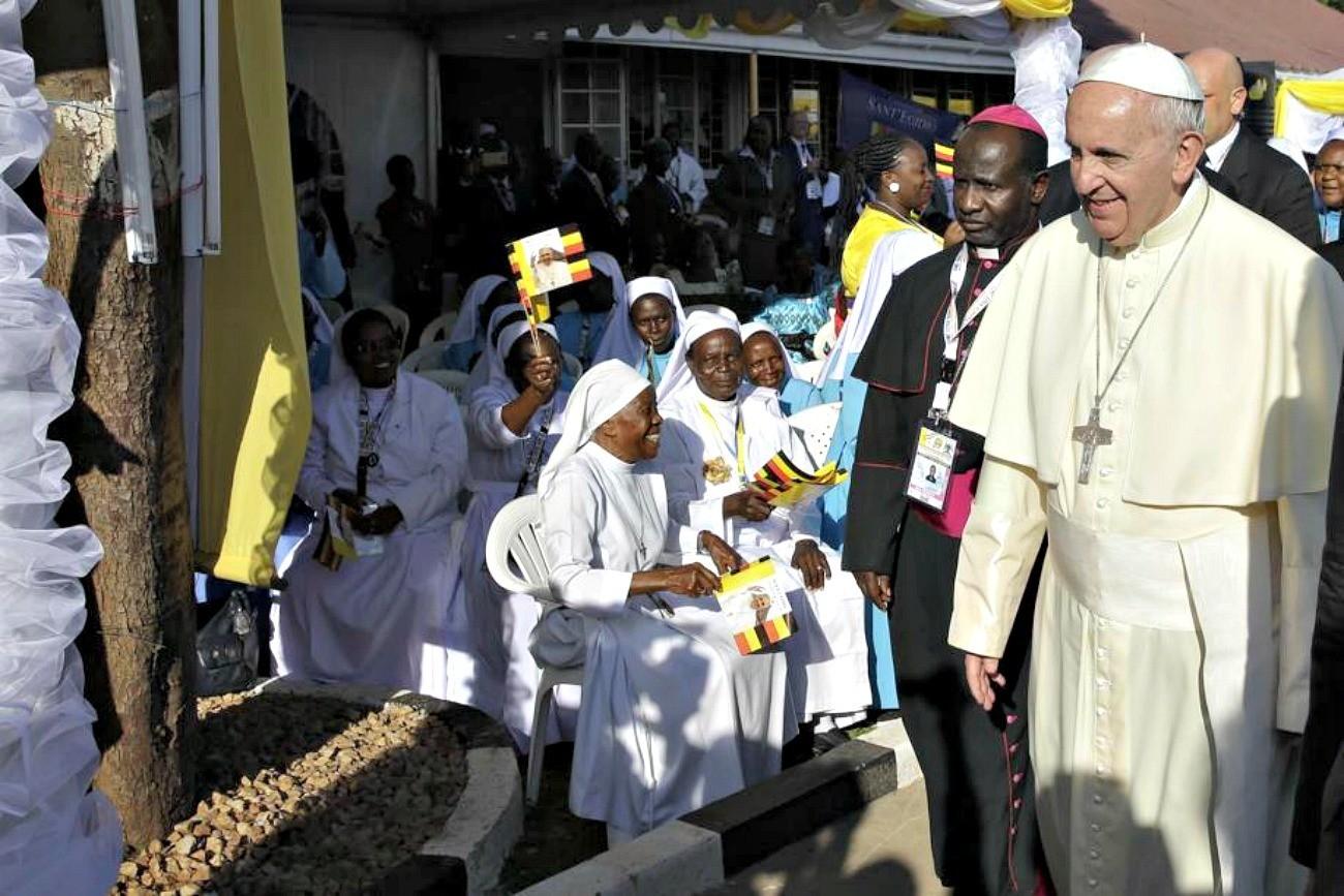 Papa Francesco ai religiosi: Non si può zoppicare con entrambe le gambe