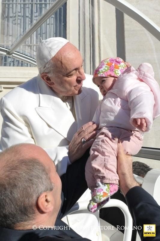 Papa Francesco: Guardare i bambini per capire Gesù.