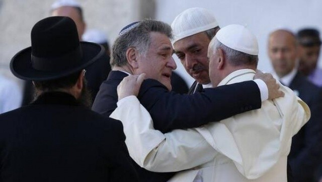 Papa Francesco: Vinci l'indifferenza e conquista la pace