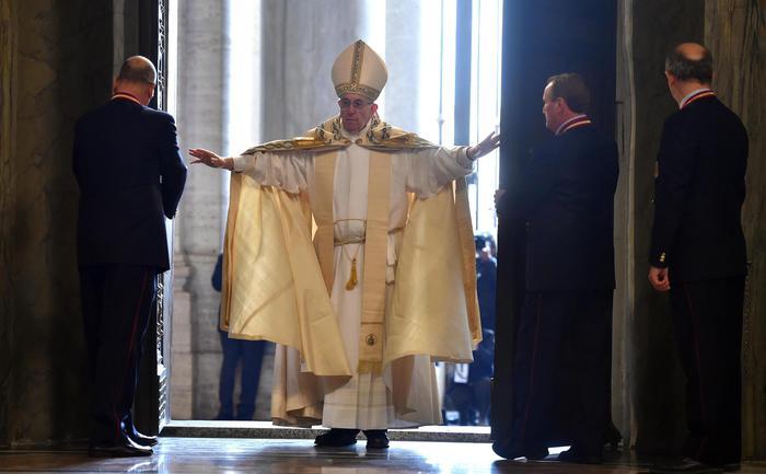 Papa Francesco: lasciamoci abbracciare dalla misericordia di Dio