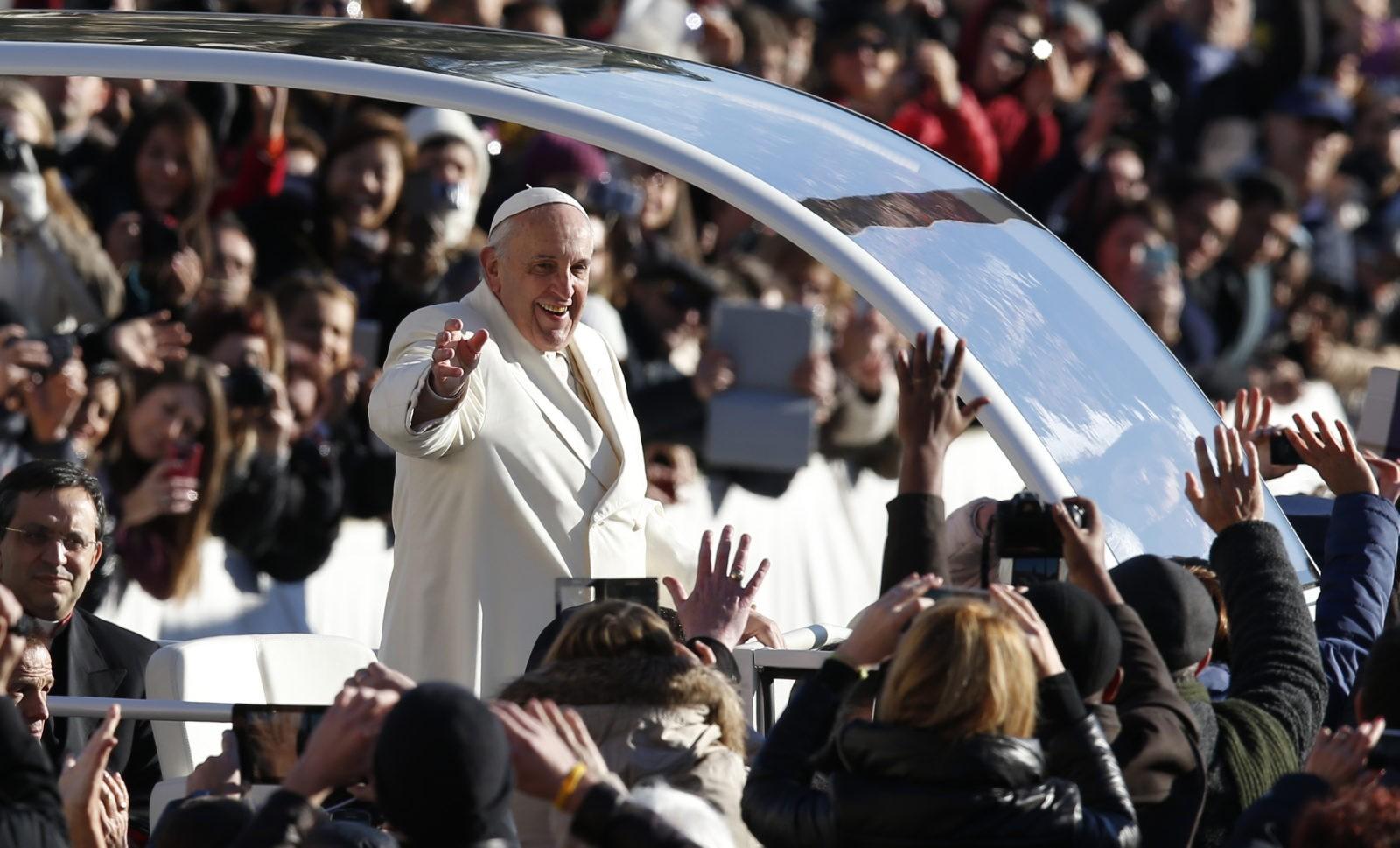 Papa Francesco: Dio non è indifferente, non tace davanti alle persecuzioni