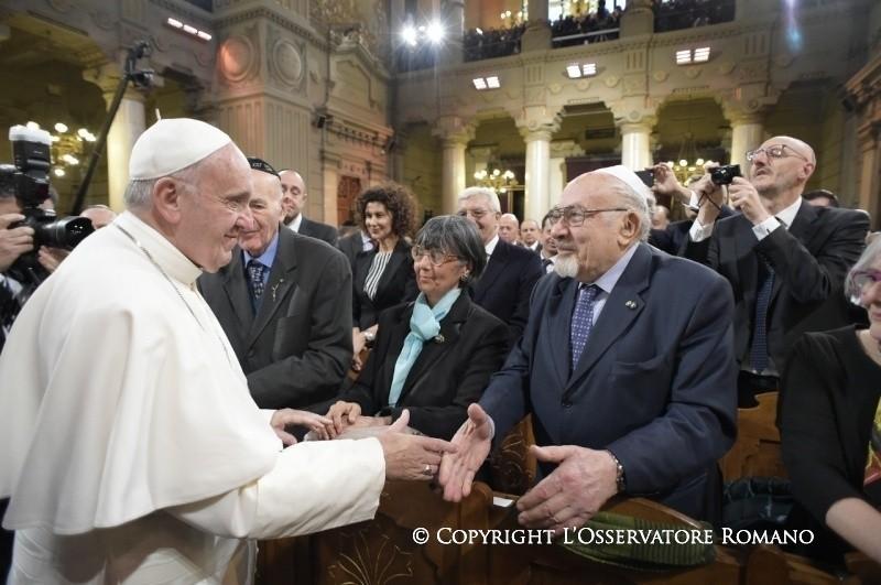 Papa Francesco in sinagoga: come fratelli e sorelle davanti al nostro Creatore