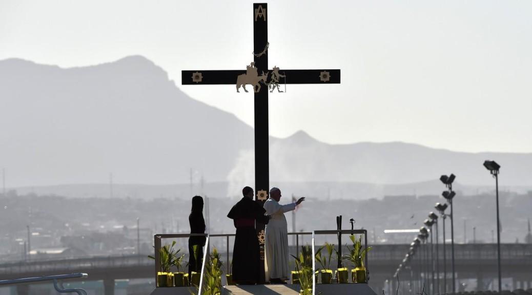 """Il Papa a Ciudad Juarez: """"Mai più morte e sfruttamento!"""""""