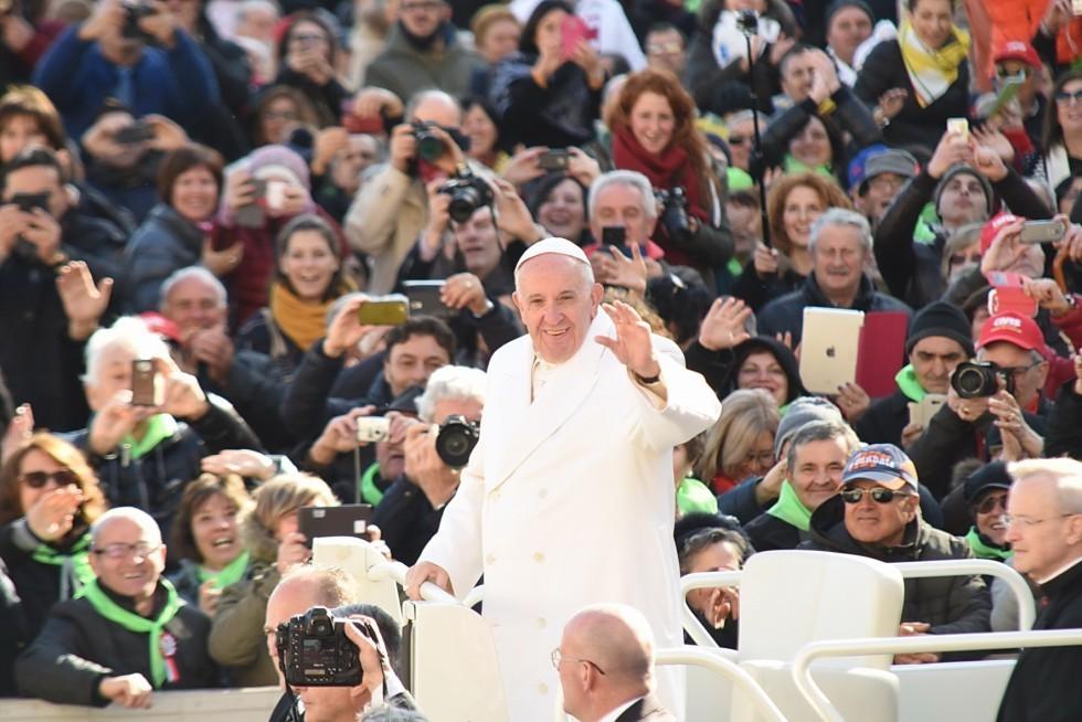 Dio non si è dimenticato di noi. Papa Francesco: le nazioni aprano il cuore e le porte!