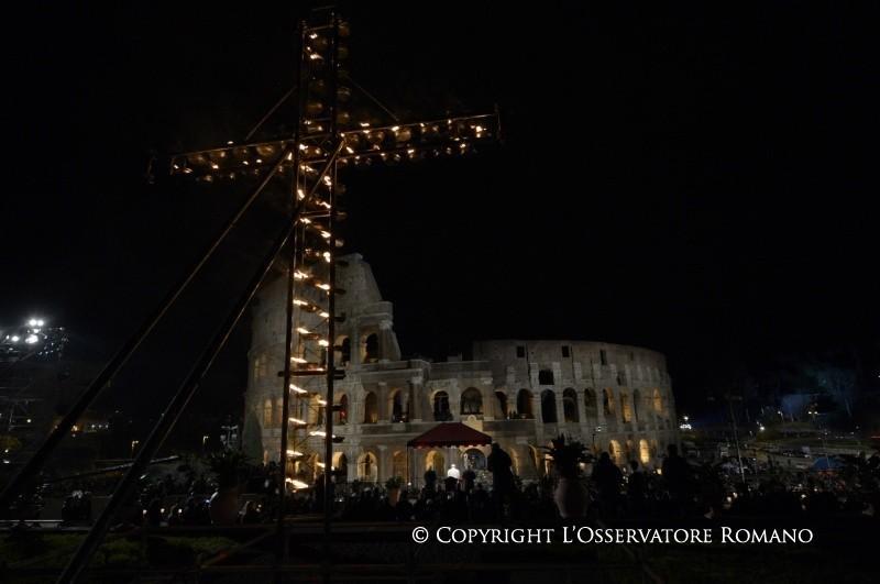 Via Crucis: l'alba del sole è più forte dell'oscurità della notte