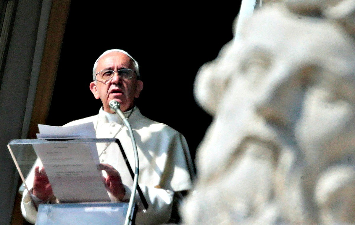 """Papa Francesco al Regina Coeli: """"Ho visto tanto dolore!""""."""
