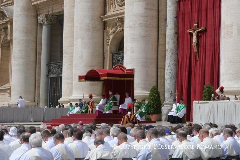 """Il Papa ai diaconi: """"non è grande chi comanda, ma chi serve"""""""