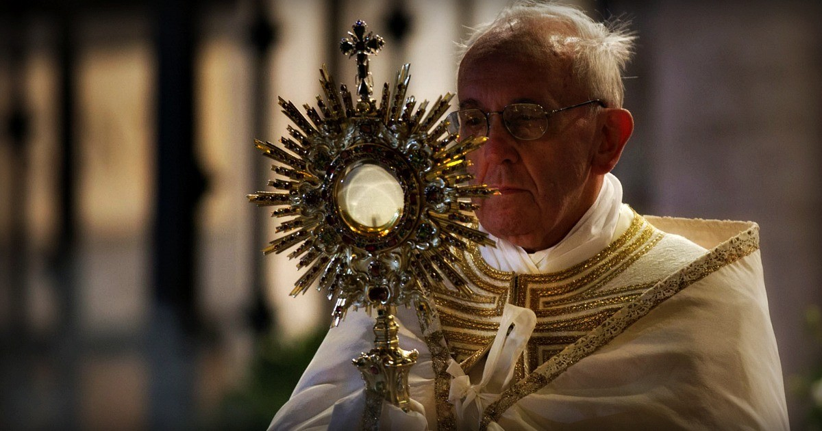 "Corpus Domini: Gesù ci chiede di ""spezzarci"" per gli altri."
