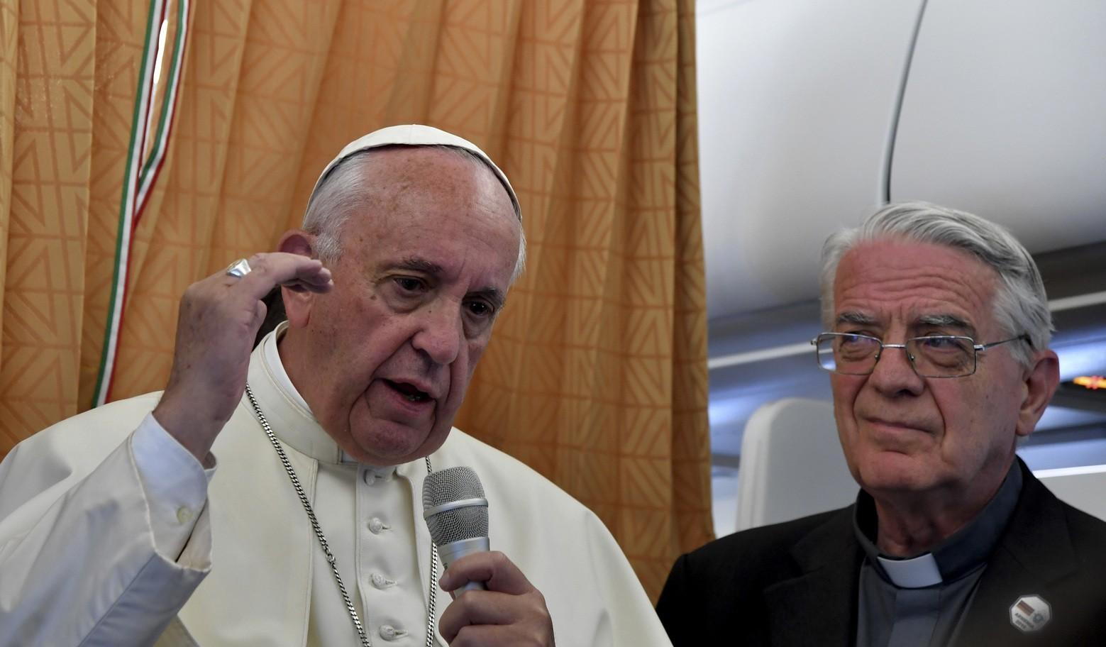 """Tutte le risposte del Papa sull'aereo: il """"genocidio"""", i due Papi, Lutero, Brexit, diaconesse, gay..."""