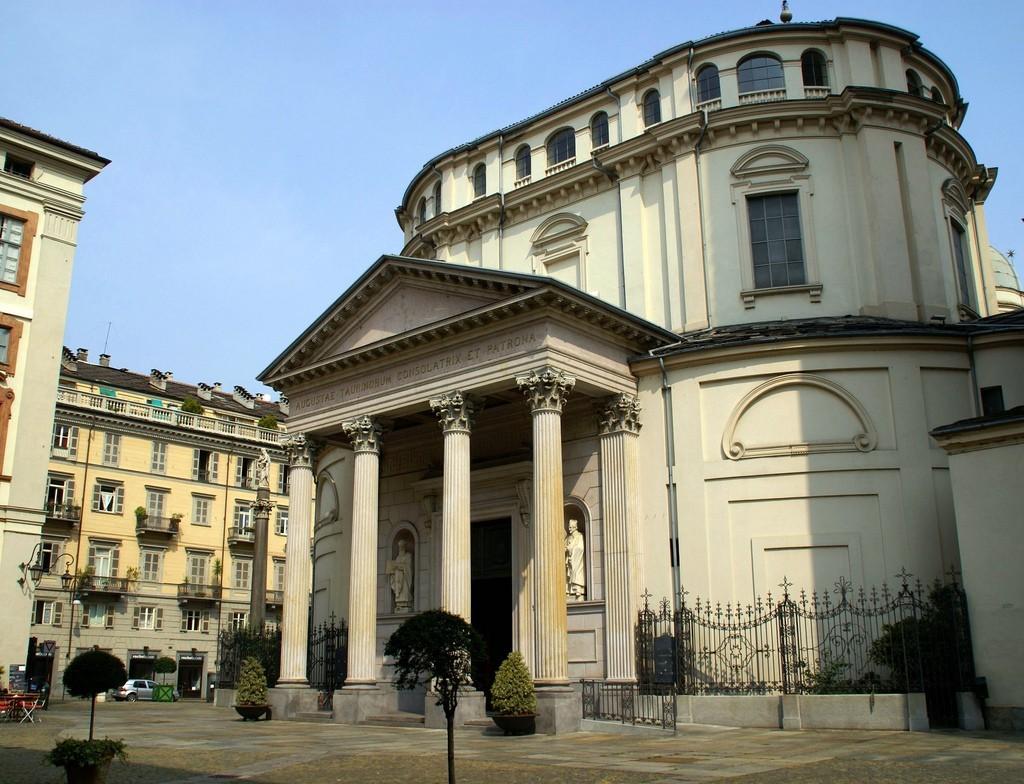 """Aperta alla Consolata la """"quarta"""" Porta Santa di Torino"""