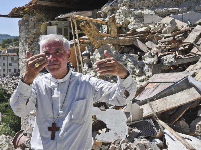 Mons. D'Ercole: possono strapparci tutto eccetto l'umile coraggio della fede