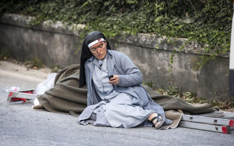 Terremoto: Udienza rinviata. Il Papa recita il Rosario in Piazza San Pietro