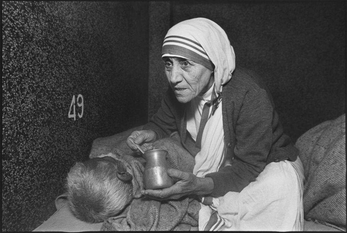 La grande storia della piccola Madre Teresa, Santa della Misericordia