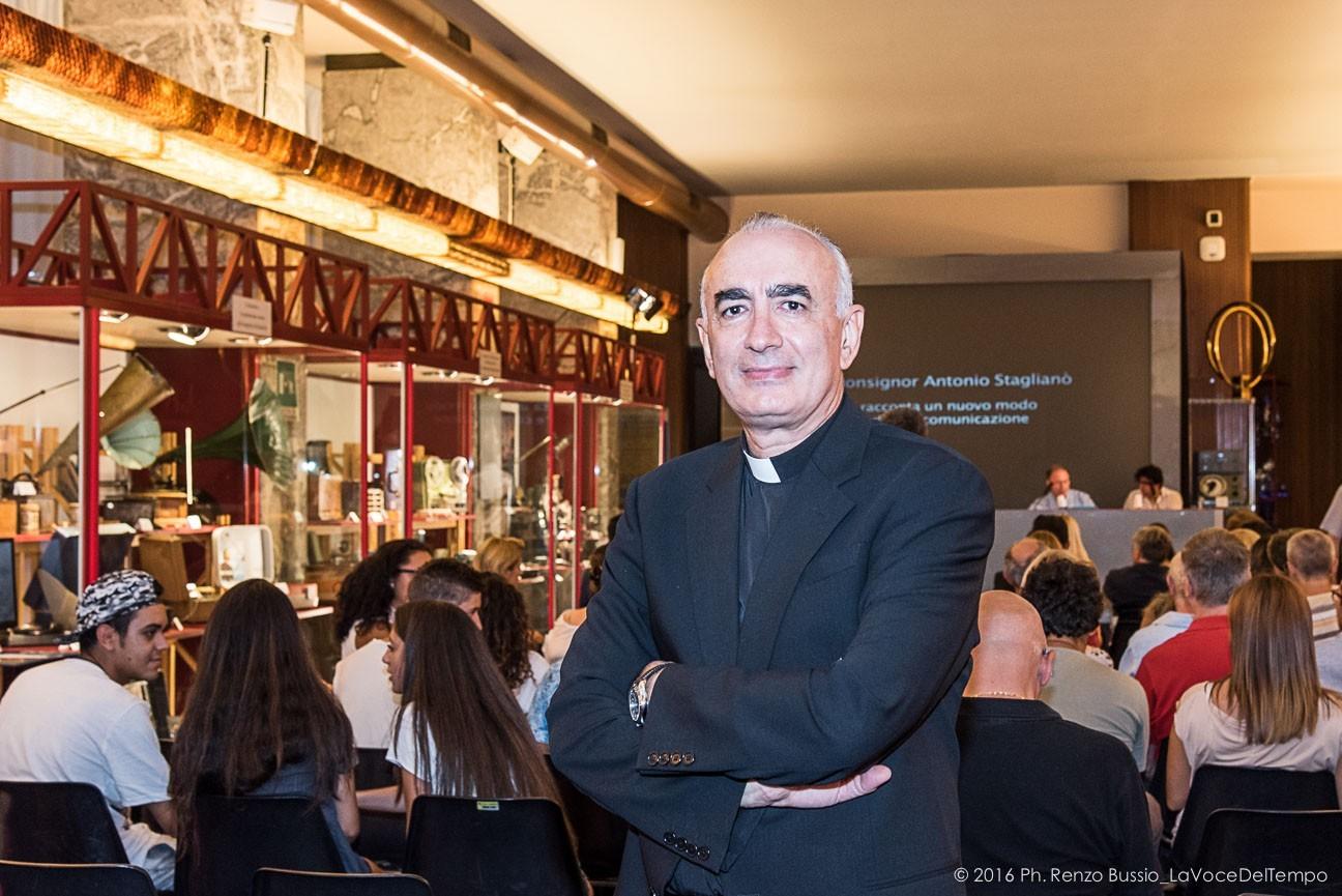 """Mons. Staglianò: Credo negli esseri umani. La Buona Novella dal """"pop"""" al cuore ai giovani"""