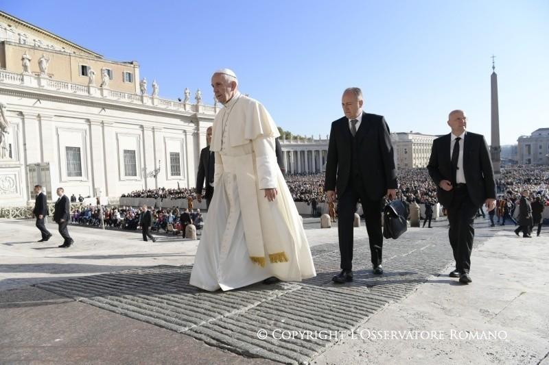 Il Papa: Il povero ha bisogno di me