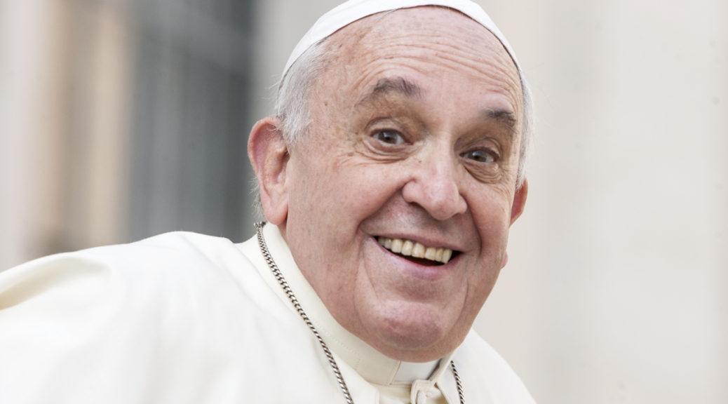 Il Papa: Chi si allontana da Dio perde il sorriso