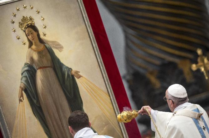 """Il Papa: guardare a Maria """"ci fa spuntare di nuovo sul viso il sorriso"""""""