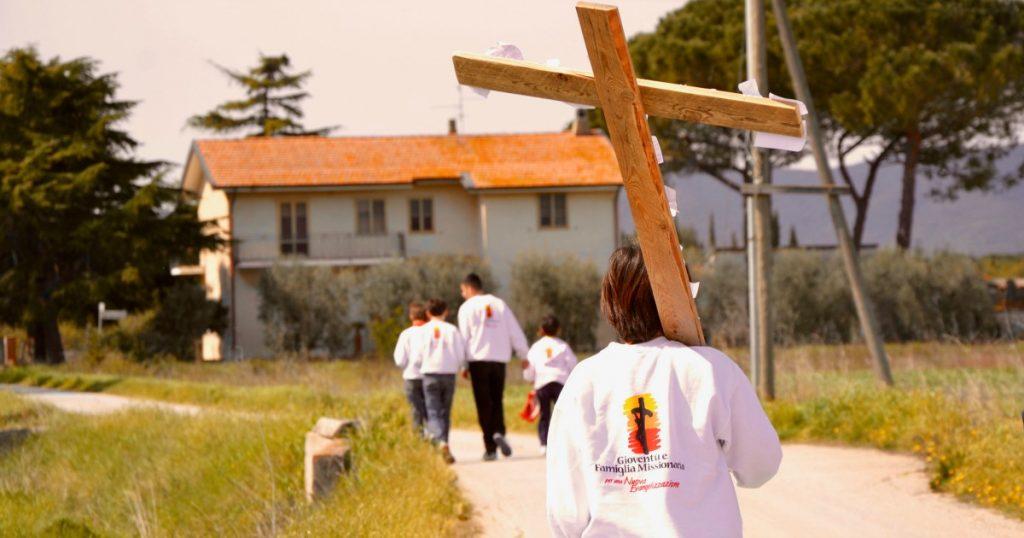 Domani: missioni di Evangelizzazione per i giovani dell'Università Europea di Roma, durante la Settimana Santa