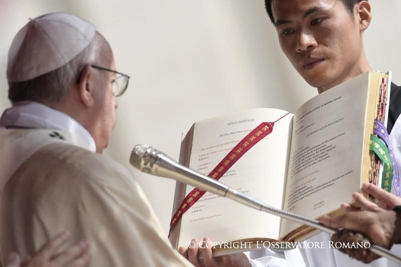 L'abbraccio di pace del Papa avvolge il mondo intero