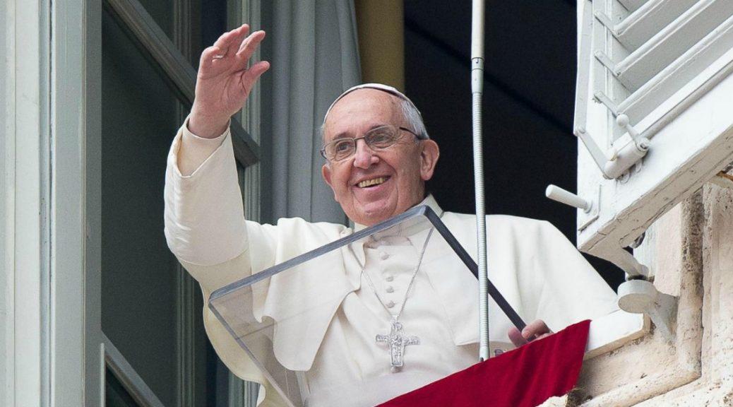 Il Papa: la Santissima Trinità? E' Amore smisurato!