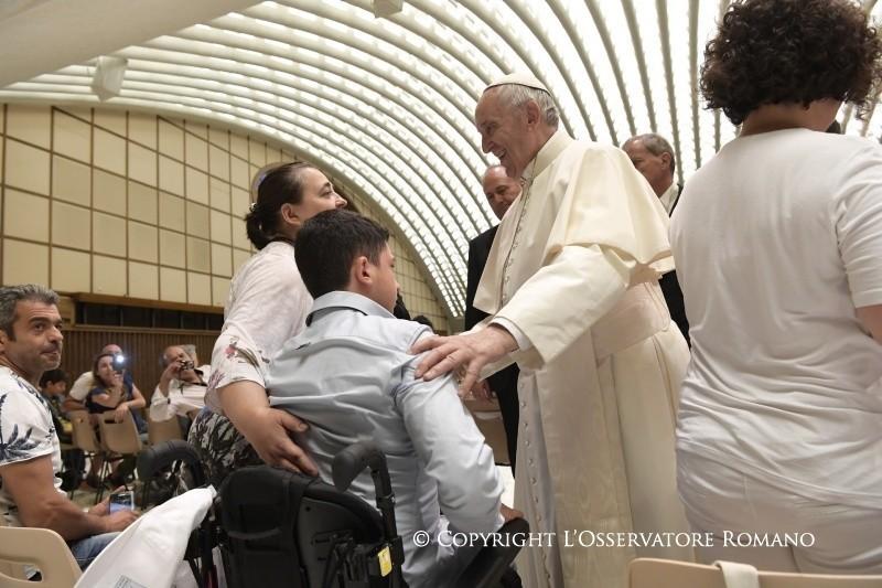 Il Papa e la medicina per cambiare il cuore di chi non è felice
