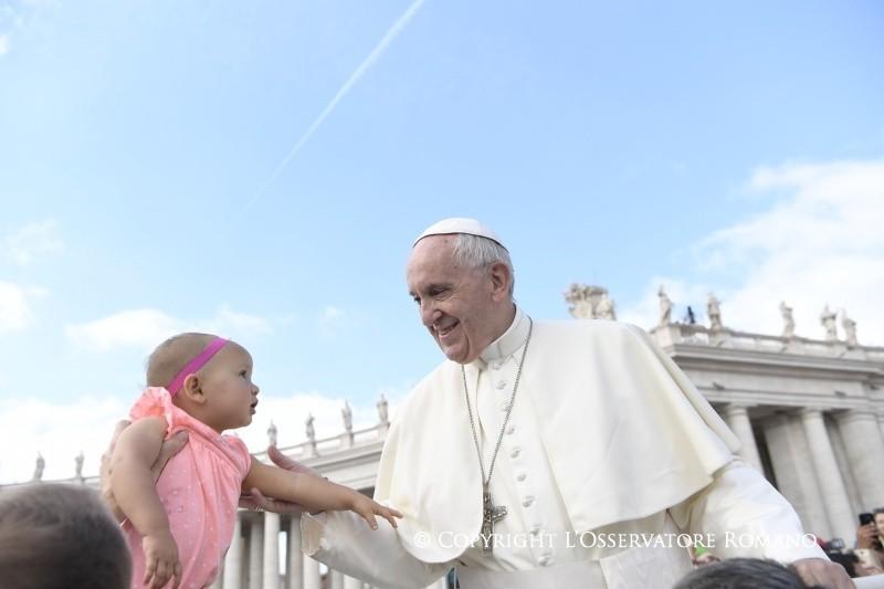 Pregare come un bambino che si rivolge al suo papà